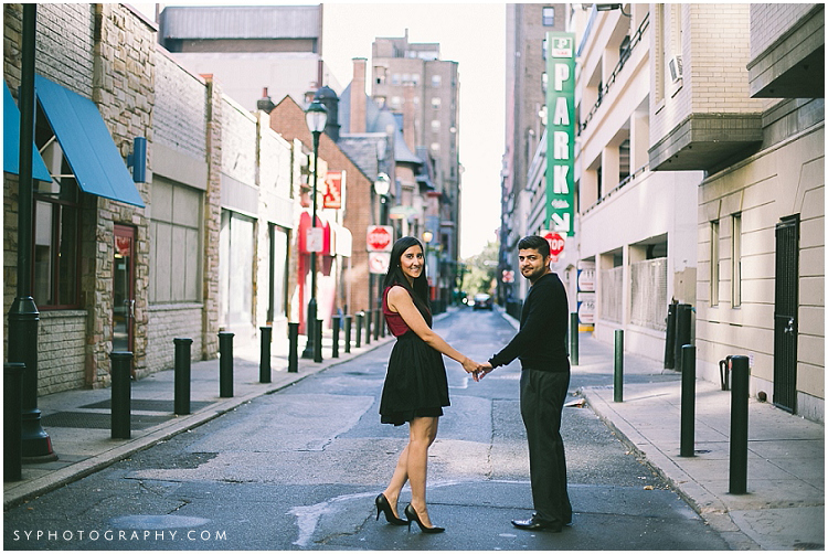 17 Philadelphia-city-engagement-photographer